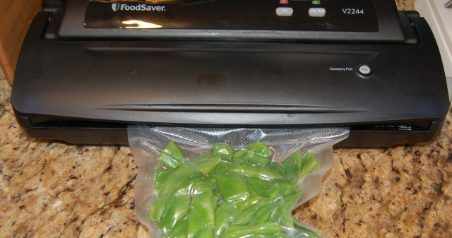 FoodSaver sealing green beans